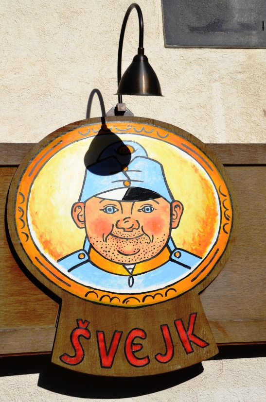 svejk-the-soldier-invites-you-in-for-a-beer-and-some-pork-knuckle