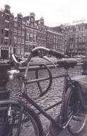 kiekies-van-kanale-fietse-en-lang-regop-geboue