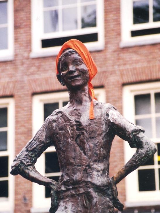 selfs-die-standbeelde-is-patrioties