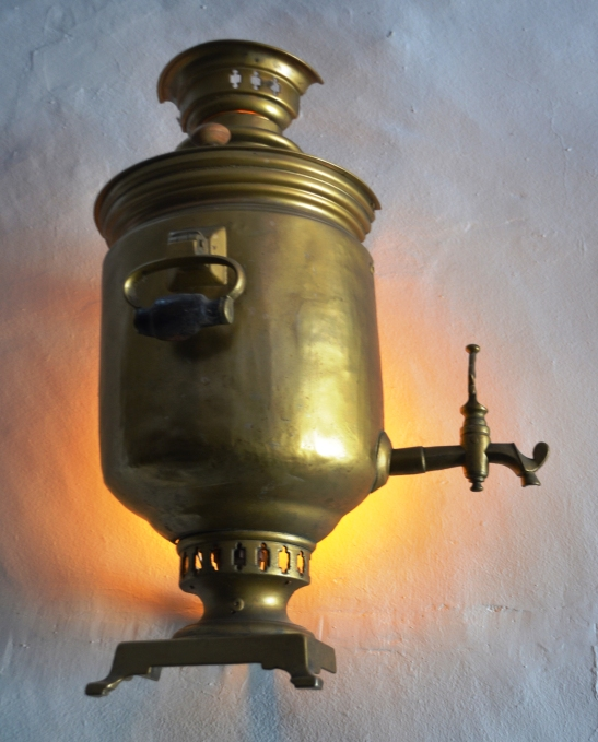 n-samovar-lamp-by-troika-restaurant
