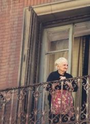 Op Spaanse balkonne sien jy altyd gleufies van die lewe