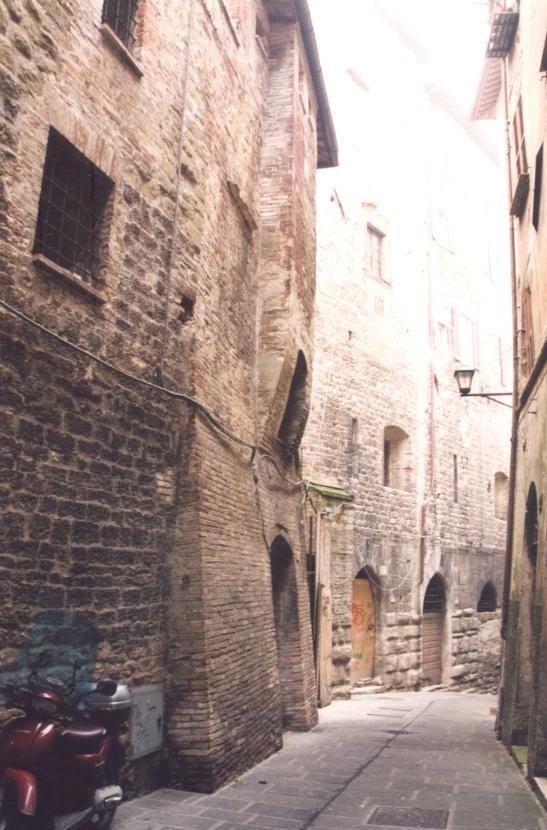 Die Ou Dorp van Perugia is heelbo op 'n plat heuwel en is net vir voetgangers