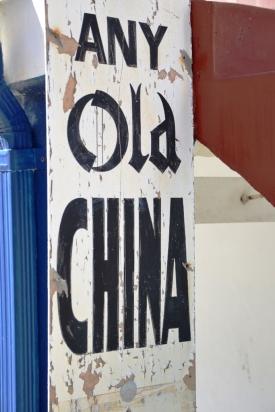 Daar's Any Old China (en ander dinge) in Kalkbaai te koop