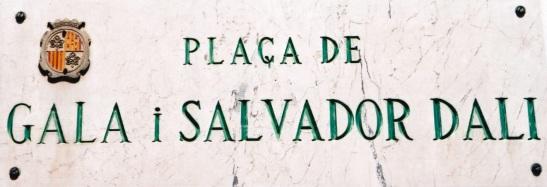 Die pleintjie by die museum is na Salvador Dali en sy geliefde vrou, Gala, vernoem