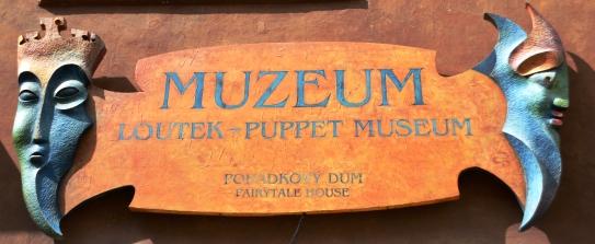 Loutek Marionetmuseum se uithangbord