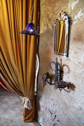 Plek-plek is daar 'n boudoir-agtige gevoel aan Club Havana