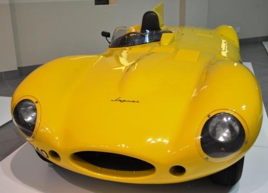 'n Goudgeel plat-soos-'n-platanna blits by die Motormuseum