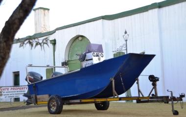 Hierdie boot voor die Ou Tronk lyk of hy ver verdwaal het (2)