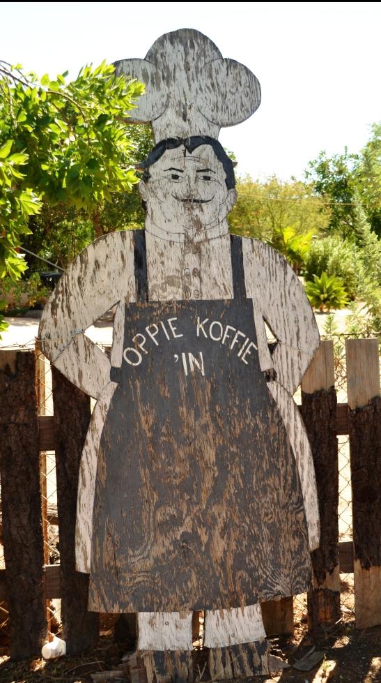 By Oppie Koffie is 'n tannie wat Hollandse gebak bak