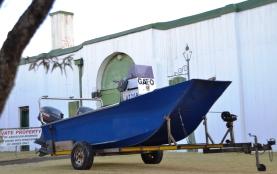 Hierdie boot voor die Ou Tronk lyk of hy ver verdwaal het