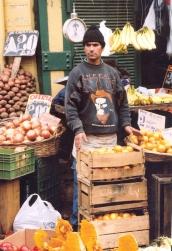 By die groentemark in Valparaiso is jy gelukkig as jy 'n stalletjie binne het