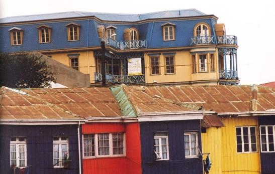 Kleur is kenmerkend van die deel van Valparaiso waar Neruda se huis is