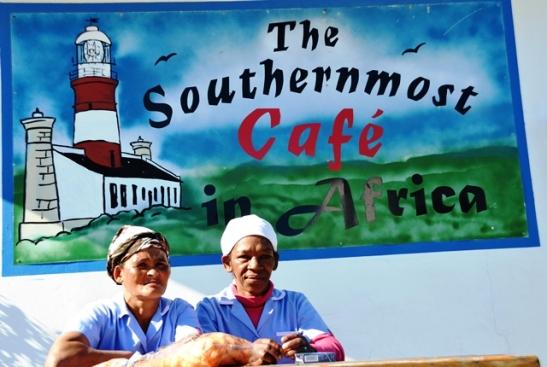 Die mees suidelike kafee in Afrika is reg oorkant die Agulhas Karavaanpark