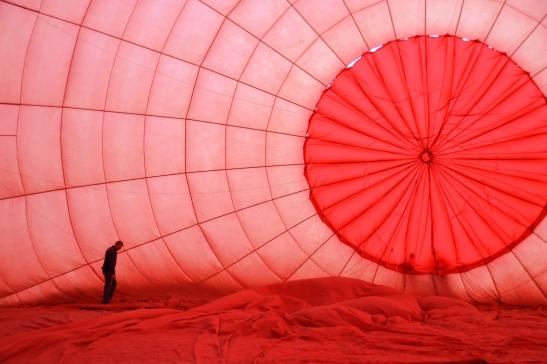So lyk dit binne-in die lugballon terwyl alles nog reggetrek word
