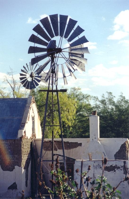 Die huis is verlate en selfs die windpompe staan stil - Outa Lappies woon nie meer hier nie