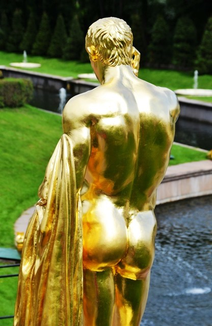 Gilded eye candy in the gardens of Peterhof