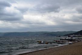 Baikal-meer op 'n triestige herfsdag