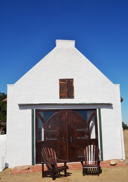 Perfectly positioned for a view over the De Hoop Vlei