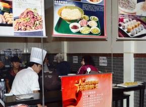 Die piepklein restaurantjie in 'n hutong waar ons elke dag gaan peking-eend eet het