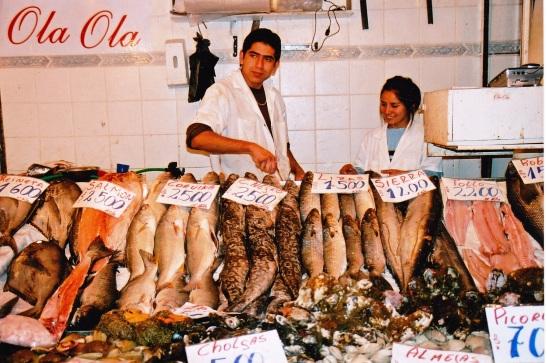 ola ola groet almal by die vis-, groente- en vrugtemark in santiago, chile