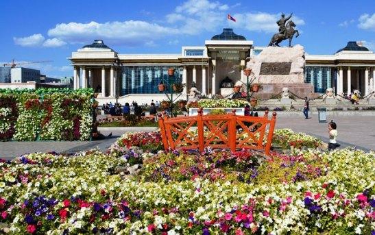 Die hoofplein, Sukhbaatar, in Oelan Bator, Mongolie is een van die grootste pleine ter wereld
