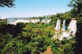 Die magtige Iguazu in Suid-Amerika