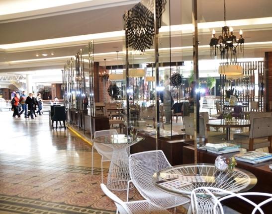 Sit in 'n elegante glaskas op die boonste glasvlak van die Waterfront-sentrum