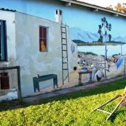 Die inwoners van Redelinghuys is trots op hul dorp; dis nie net die mure wat versier is nie, maar ook sommige van die tuine