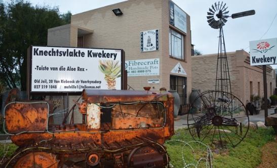 Die Ou Tronk in Vanrhynsdorp huisves iets om te koop, iets om te kyk en iets om te eet