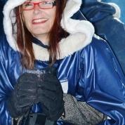 Vir die duur van jou besoek leen die Ice Bar vir jou dik handskoene en 'n warm jas
