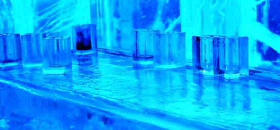 Ysglase op die ystoonbank van die Ice Bar
