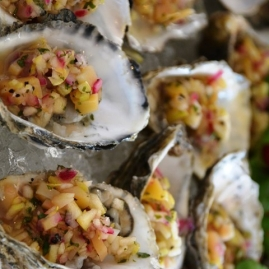 Vars oesters met 'n verfrissende salsa gee die toon in Saldanha aan