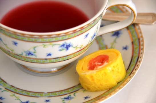 Tee en 'n salmrolletjie by die Belmond Mount Nelson se middagtee