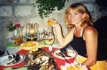 2000: Phoebe by die seekosrestaurant waar ons 'n koningsmaal gehad het