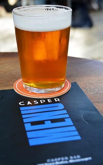 Casper is 'n restaurantkroeg met heerlike vlytbier in Budva
