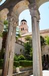 Die binnehof van die Fransiskaanse klooster waar een van die oudste apteke wat was, besigtig kan word