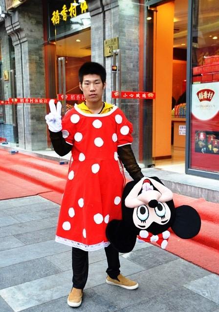 Die meeste Chinese poseer geredelik vir foto's