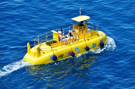 Dis nie net kinders wat daarvan hou om in Dubrovnik se waters met 'n nagemaakte duikboot te vaar nie