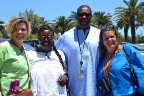Twee Suid-Afrikaners en twee Senegalese kuier saam