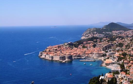'n Blik uit die bus op Dubrovnik soos ons vanaf Montenegro se kant naderry
