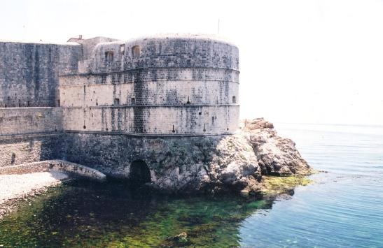 Ons eerste aanblik van die stadsmure in 2000 in Dubrovnik