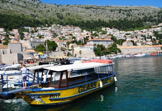 Orals is bote, seiljagte en kano's in Dubrovnik se waters