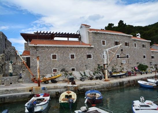 Petrovac se visserhawetjie met 'n Venesiese fort daaragter