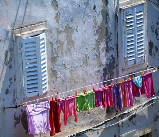 Terwyl toeriste in hul duisende Dubrovnik besoek, gaan die mense wat daar woon, se lewens normaalwg aan