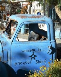 Williston se enigste sjerrif dra nie uniform nie en sy vervoer het gaat staan