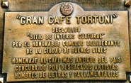 By Cafe Tortoni se voordeur