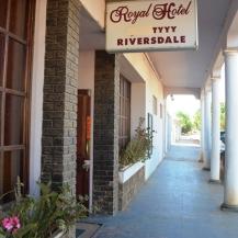 Die kroeg by die Royal Hotel in Riversdal is ook sterloos