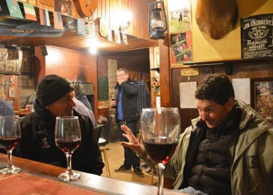 Diep stories word in die Nieuwoudtville Hotel se kroeg deur besoekers, dorpenaars en boere vertel