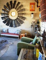 Eklektiese dekor by die Werkswinkelkroeg by die Tankwa Padstal