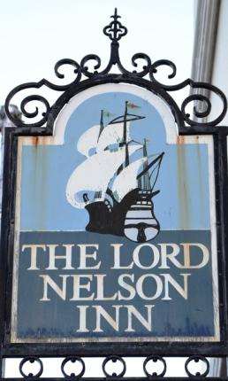 The Lord Nelson Inn se Britse kroeg in die hoofstraat van Simonstad heet Emily's Bar